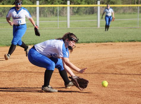 Raegan Robbins hit .418 last season to lead the Bell County Lady Cats.