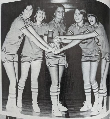 Cawood, with a starting lineup of Lynette Lewis, Pattie Tidwell, Kim Kelley, Kim Cromer and Lisa Vanover, won the county