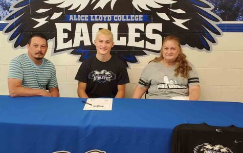 Former Harlan County standout Joshua Lee signed with Alice Lloyd College on Wednesday to continue his cross country career. Pictured with Lee are his parents, Steve Lee and Penny Lee.