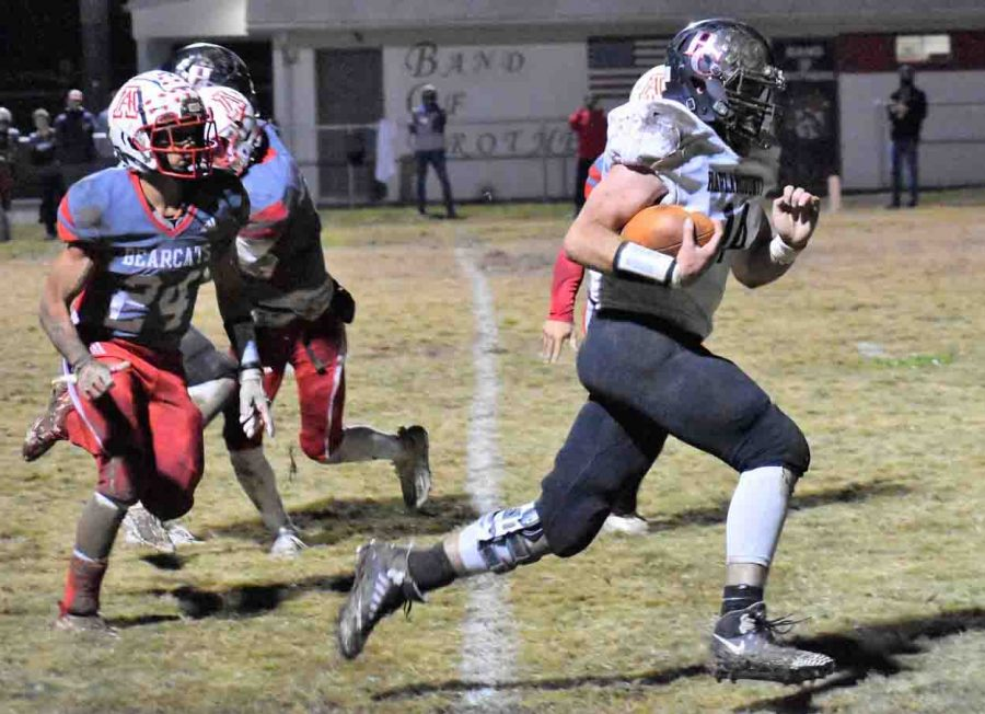 Harlan+County%27s+Josh+Turner+headed+toward+the+end+zone+in+a+17-yard+touchdown+run+on+Friday+in+the+Black+Bears%27+10-6+win+at+Anderson+County.