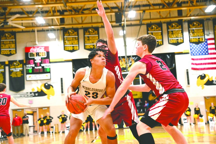 Middlesboro+center+Jay+Tyler+West+worked+inside+against+Harlan+County%27s+Jacob+Wilson+and+Trent+Noah+in+action+last+season.