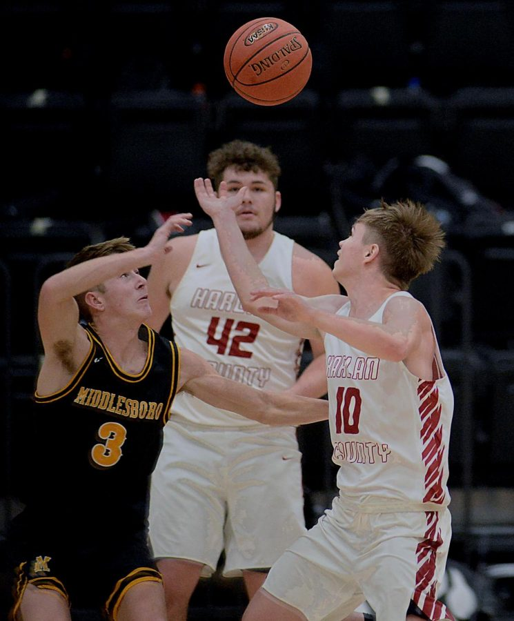 Middlesboro%27s+Ethan+Barton+and+Harlan+County%27s+Jonah+Swanner+battled+for+a+loose+ball+in+Friday%27s+district+clash.+The+Black+Bears+improved+to+9-1+overall+and+3-0+in+district+action+with+a+69-49+victory.
