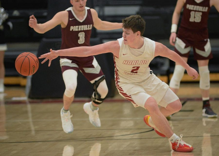 Harlan+County+freshman+guard+Trent+Noah+tracked+down+an+errant+pass+Saturday+night+as+Harlan+County+turned+back+Pikeville.+Noah+tallied+29+points+in+the+Black+Bears%27+83-63+win.