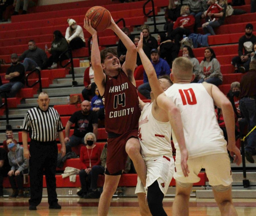 Harlan+County+senior+guard+Tyler+Cole+worked+through+the+Martin+County+defense+for+two+of+his+23+points+in+the+Bears%27+65-47+win+Thursday+in+Inez.