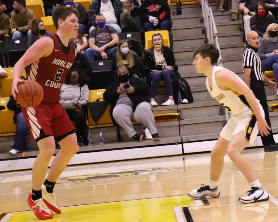 Trent+Noah+set+up+the+Harlan+County+offense+in+Tuesday%27s+district+clash+at+Middlesboro.+Noah+had+16+points+and+13+rebounds+as+the+Black+Bears+won+67-39.