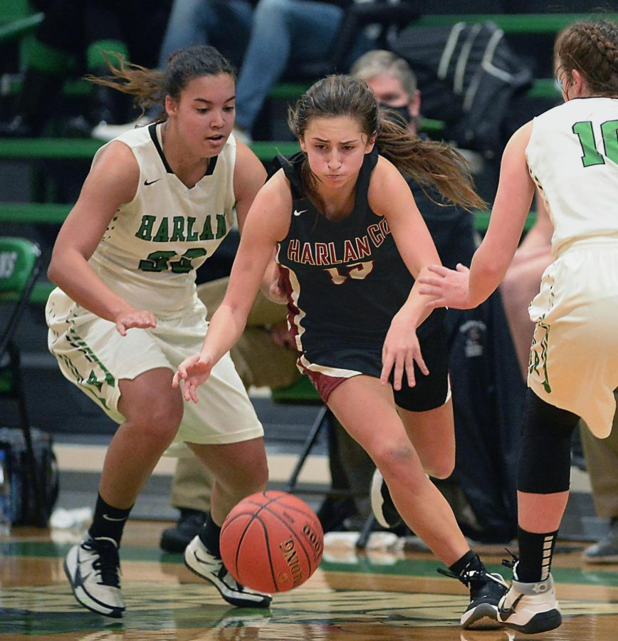 Harlan+County+guard+Ella+Karst+worked+through+the+defense+in+a+game+earlier+this+season.+Karst+scored+23+points+Saturday+as+the+Lady+Bears+upset+defending+14th+Region+champ+Letcher+Central.