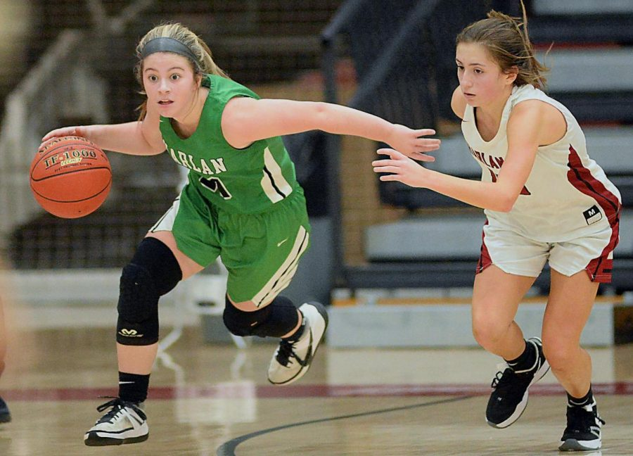Harlan+County%27s+Ella+Karst+chased+Harlan+guard+Emma+Owens+in+Friday%27s+district+clash+at+HCHS.