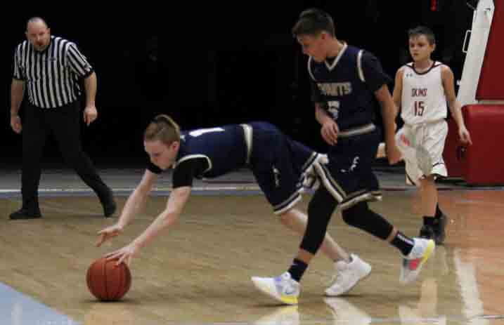 Evarts' Braden Middleton went after a loose ball in Saturday's game against Cumberland in fifth- and sixth-grade action.