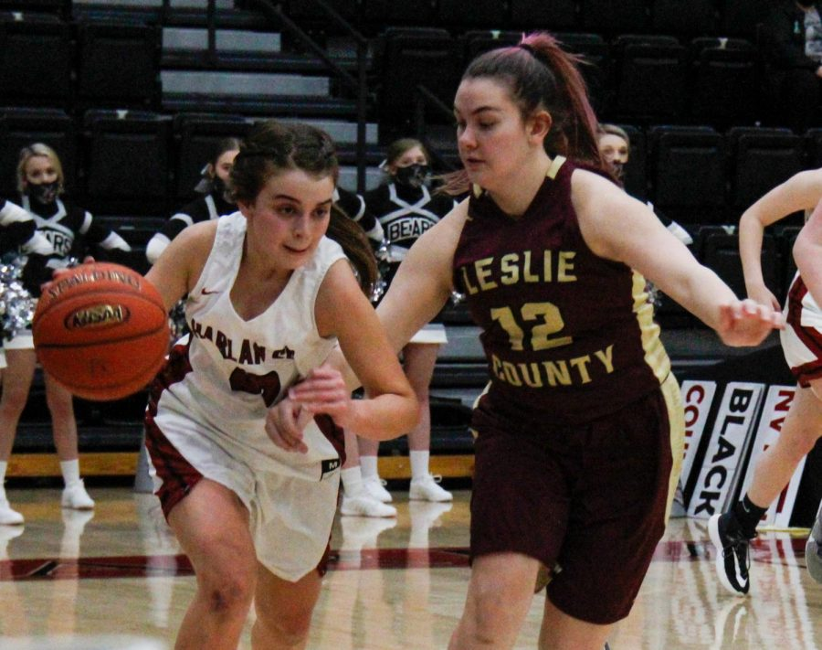 Harlan+County+guard+Kylie+Jones+drove+past+Leslie+County%27s+Emily+Napier+in+Tuesday%27s+game+at+HCHS.+The+Lady+Bears+rallied+for+a+54-47+victory.