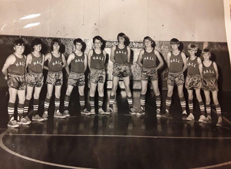 The+Hall+Elementary+School+basketball+team+from+the+1973-74+season+in+honor+of+Abe+Fields+%28far+left%29.