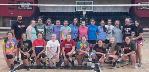 Union College coach Jeremy Wise led a camp for the Harlan County volleyball team earlier this summer.