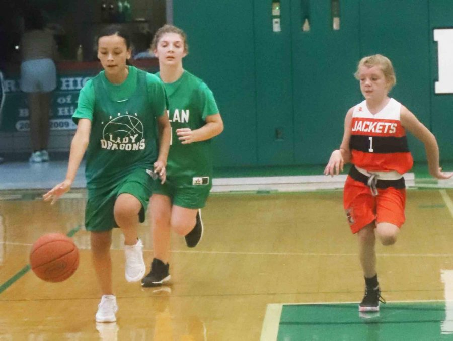 Harlans Adriana Rowe raced down the court in Mondays game against visiting Williamsburg. The Lady Dragons improved to 11-0 with a 23-10 win.